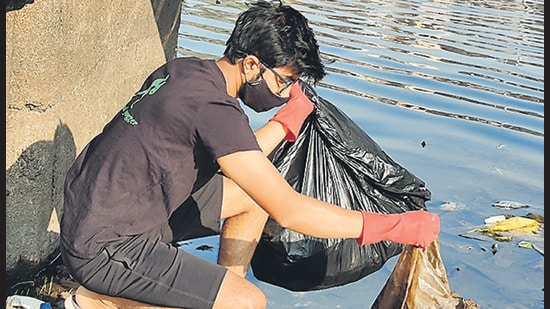 Gurav's efforts to clean the Indrayani river ghat in Alandi as an engineering student won him huge praise in the area. (HT PHOTO)
