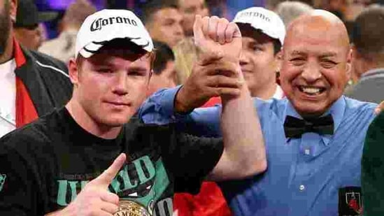 Canelo Alvarez (L) reacts after knocking out Josesito Lopez during their WBC super welterweight title fight at MGM Grand Garden Arena in Las Vegas, Nevada. AFP photo