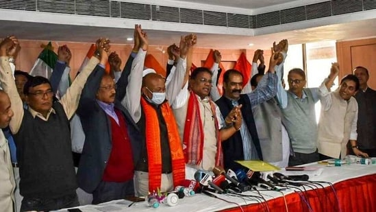 Bodoland People's Front president Hagrama Mohilary, Assam Congress president Ripun Bora and other members of the anti-BJP 'grand alliance' in Guwahati on Sunday. (HT PHOTO)