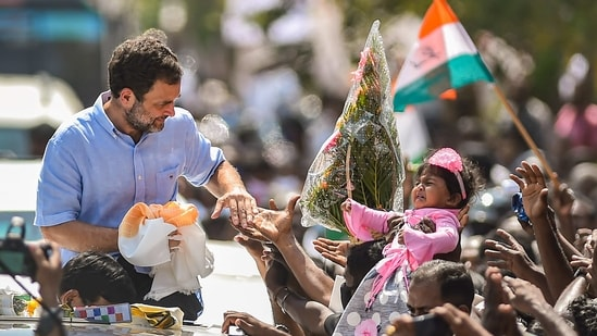 Congress leader Rahul Gandhi during his election campaign ahead of Tamil Nadu assembly polls, in Tuticorin district.(PTI)