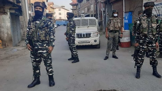 Police and CRPF are carrying out the operation, said the Jammu and Kashmir Police.(Waseem Andrabi Hindustan/Times)