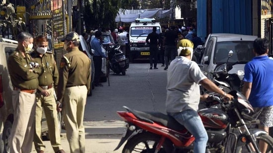 Delhi Police personnel at the spot where 25-year-old Simran Kaur was stabbed by a snatcher on Saturday night in Adarsh Nagar. (Sanjeev Verma/HT Photo)