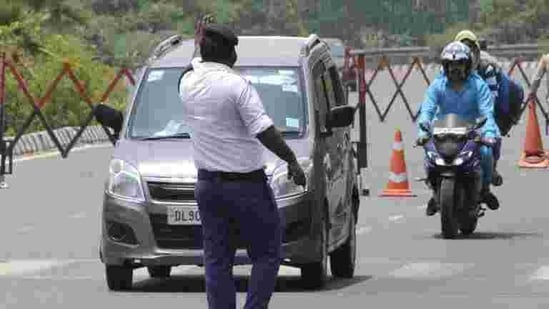 The traffic police issued 13,802,973 fines in 2020, as against 10,580,249 fines in 2019.(Sunil Ghosh/HT file photo)