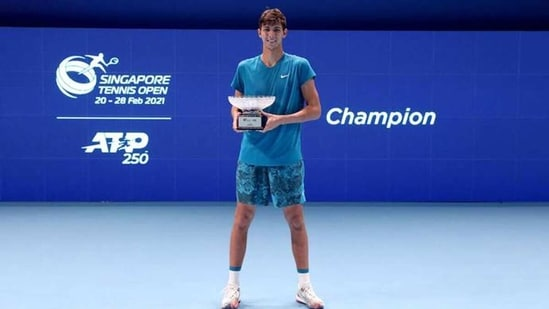 Alexei Popyrin of Australia holds the winner's trophy. (Getty Images)