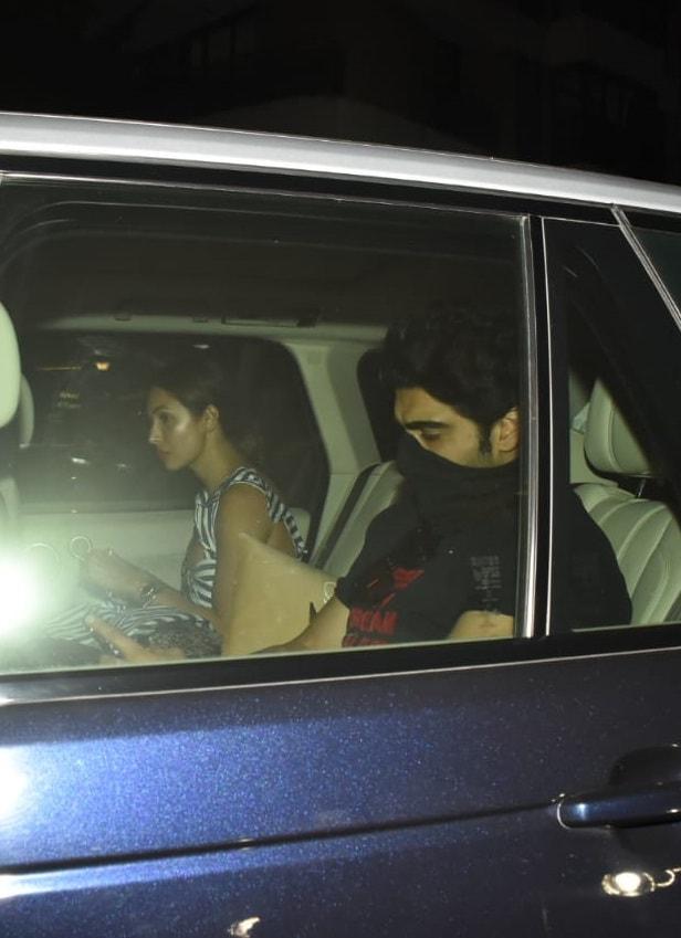Arjun Kapoor and Malaika Arora arrive at Saif Ali Khan and Kareena Kapoor Khans residence.(Varinder Chawla)