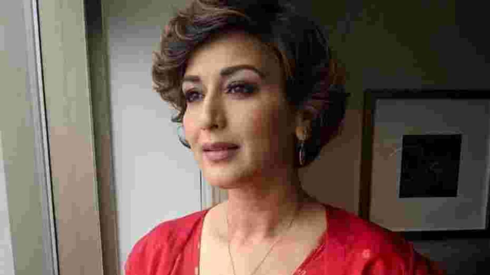 'Can we please make Mondays optional?': Sonali Bendre's meme on Instagram is too relatable - Hindustan Times
