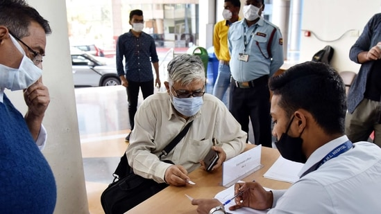 Experts have also called for faster pace of vaccination in areas witnessing an increase in the number of cases.(ANI Photo)