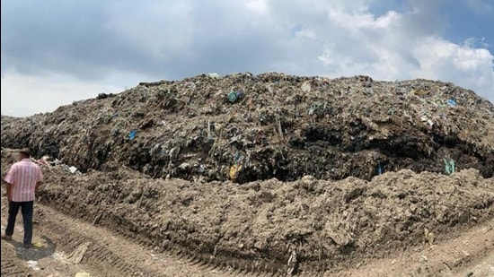 The main garbage dump on Tajpur road in Ludhiana on Monday. (Gurpreet Singh/HT)