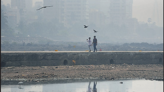Air quality in Mumbai remained in the moderate category with the air quality index (AQI) at 190 on Monday. (HT FILE)