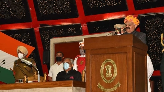 """Addressing the House, the Punjab Governor said, """"My government is fully alive to the concerns of the farmers in the State as they are the pivot of the state's economy. We will not let the farmers and the farm workers suffer in any manner.""""(Twitter/@vpsbadnore)"""