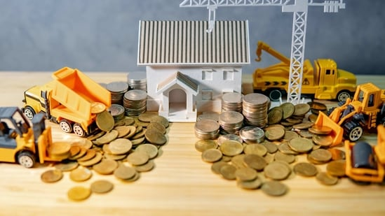 SBI's home loan interest rates for loans up to <span class='webrupee'>₹</span>75 lakh start at 6.7% and 6.75% for loans above <span class='webrupee'>₹</span>75 lakh. (iStock/Hindustan Times Archive)