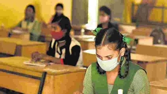 A recent study released by the Azim Premji University revealed that 92% of primary school children have suffered from the learning loss of at least one specific language ability during the lockdown.(Raj K Raj/HT File)