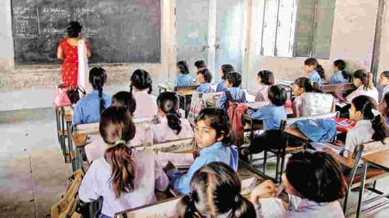 Primary schools for Classes 1 to 5 are supposed to reopen from December 14 but now, the government has rescheduled them to the third week of January.(HT PHOTO.)