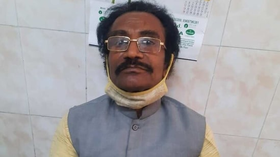 Former school teacher Ramkishore Sahu at the Sadar Hospital in Ranchi where he had gone to take Covid-19 vaccine.(HT PHOTO)