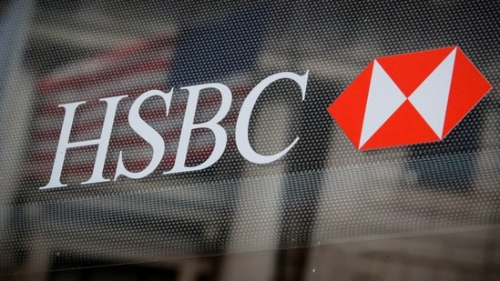 FILE PHOTO: FILE PHOTO: HSBC logo is seen on a branch bank in the financial district in New York, U.S., August 7, 2019. REUTERS/Brendan McDermid/File Photo(REUTERS)