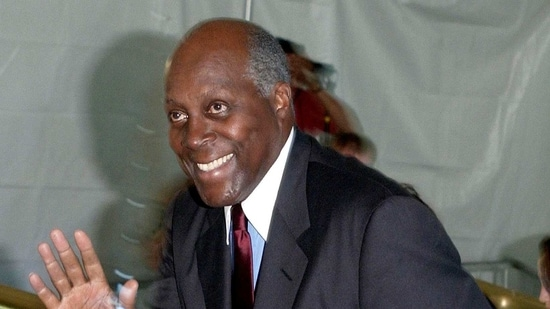 Vernon Jordan arrives at the Metropolitan Museum of Art in New York for the kickoff of former US President Bill Clinton's memoirs.(REUTERS / File Photo)