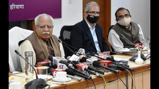 The new law will provide quota to locals in private sector jobs that offer a salary of less than <span class='webrupee'>₹</span>50,000 a month, chief minister Manohar Lal Khattar said in Chandigarh on Tuesday. (HT photo)
