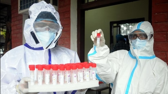 The district's case tally has now reached 27,295, of which 25,635 have recovered while 1,030 have succumbed to the virus. The district currently has 630 active cases. (Representative image) (HT FILE)