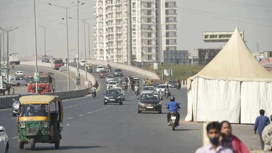 Vehicular movement to Ghaziabad from Delhi through Ghazipur border has been partially restored since Monday evening, (PTI Photo/Vijay Verma)(PTI)