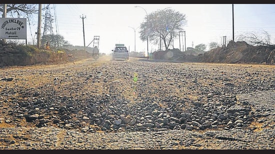 The dividing road of Sectors 78 and 79 in Mohali in a dilapidated condition. (Keshav Singh/HT)