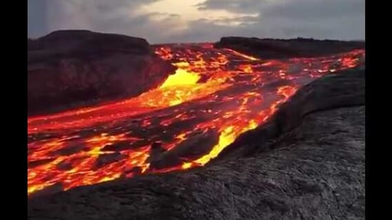 The image shows the river of lava.(Reddit/oddly satisfying)