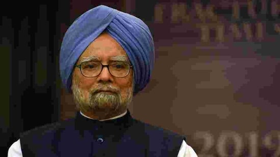 """""""Federalism and regular consultation with states, which was the cornerstone of Indias economic and political philosophy as enshrined in the Constitution, no longer finds favour with the present Central government,"""" Manmohan Singh said.(HT File Photo)"""