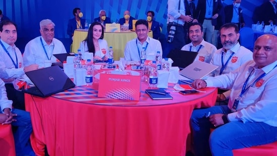 Punjab Kings Satish Menon (2nd from left) has explained the reason behind two major signings. (Punjab Kings/Twitter)
