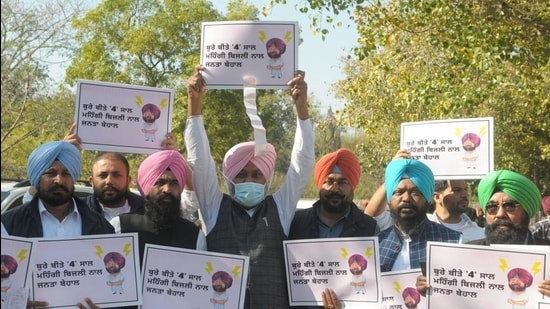 Leader of opposition Harpal Cheema along with other MLAs of AAP march towards Punjab Vidhan Sabha on the third day of the Budget session in Chandigarh on Wednesday. (Ravi Kumar/HT)