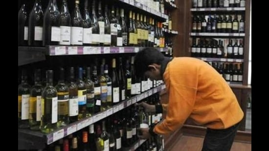 The hike in duty, market experts say, will inflate the prices of popular liquor brands by 10% to 12%. (HT File Photo)