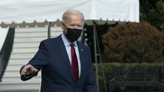 US President Joe Biden speaks to members of the media before boarding Marine One on the South Lawn of the White House in Washington, D.C., US.(Bloomberg)