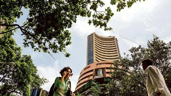 Index heavyweights such as State Bank of India (SBI), Power Grid Corporation of India, Housing Development Finance Corporation (HDFC), Axis Bank and ONGC were among top BSE Sensex gainers.(Bloomberg)