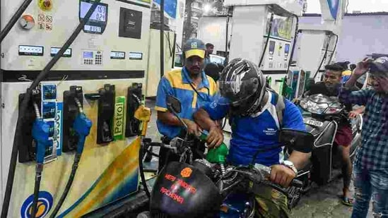 The rates of regular petrol had last month crossed the <span class='webrupee'>INR</span>100-mark at a few places in Rajasthan and Madhya Pradesh. (HT File Photo )