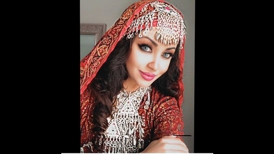Aamna Imran, a beauty blogger from US, recently went viral online for her striking resemblance to Aishwarya Rai Bachchan.