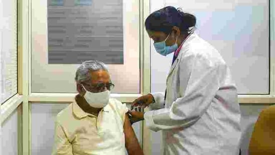 A senior citizen gets his first dose of Covid-19 vaccine at Delhi Heart and Lung Institute in New Delhi, India, on March 2. (Amal KS/HT PHOTO)