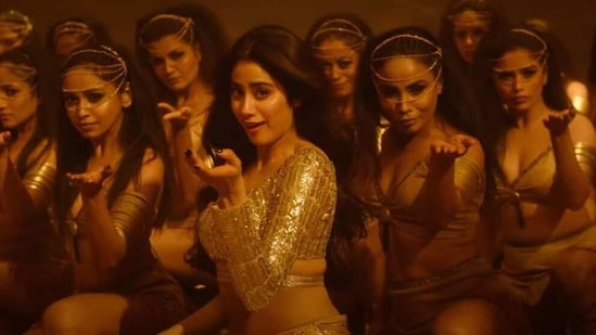 Janhvi Kapoor in a still from Roohi song Nadiyon Paar.