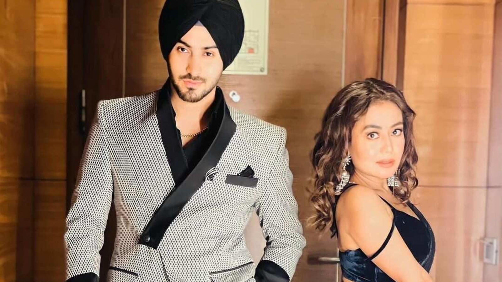 Rohanpreet Singh cannot get over Neha Kakkar's 'hotness' in glamorous new photos - Hindustan Times