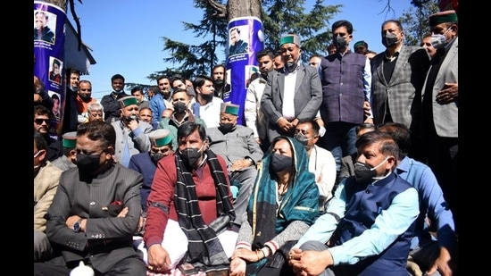 Former chief minister Virbhadra Singh joins protesting legislators outside the Vidhan Sabha in Shimla on Thursday. (Deepak Sansta/HT)