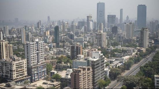 In terms of economic ability, among cities with populations of over a million, Mumbai has scored 32.12 on a scale of 100. (HT FILE)