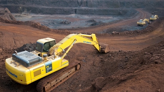 FIMI said restrictions on sale and expor of iron ore had led to 'artificial oversupply' of iron ore in Karnataka(Aniruddha Chowdhury/Mint (File))