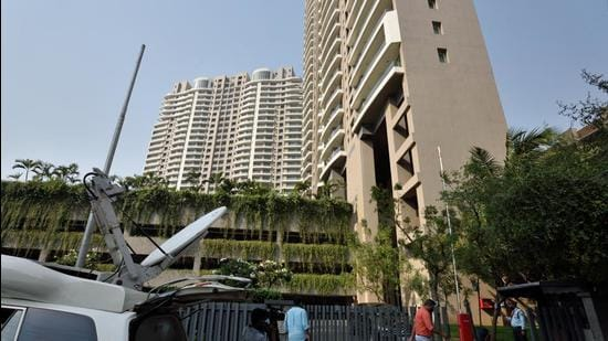 A view of the building where the income tax department raided Anurag Kashyap's residence, at Oshiwara, in Mumbai on March 3. (Satish Bate/Hindustan Times)