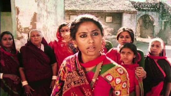 Smita Patil, angry and unyielding, as Sonbai in Mirch Masala.