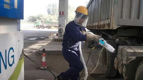 A worker prepares to fuel liquefied natural gas (LNG) for a LNG truck at a gas station in Yutian county, China's Hebei province.(Reuters File Photo/Representative Image)