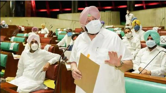 Chief minister Capt Amarinder Singh and finance minister Manpreet Singh Badal in the Punjab assembly. (HT file photo)