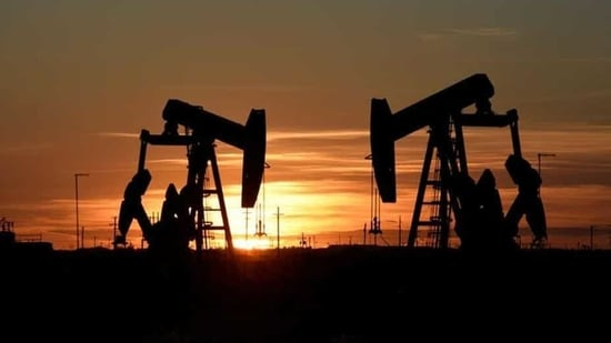 Meanwhile US crude oil inventories dropped by 1.7 million barrels in the week to Jan. 1 to 491.3 million barrels, data from industry group the American Petroleum Institute showed late on Tuesday.(Reuters file photo)