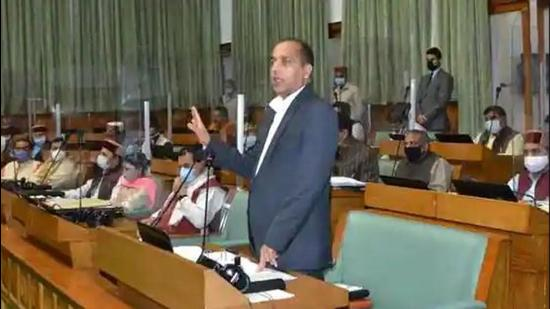 Announcing a <span class='webrupee'>₹</span>9,405-crore outlay for development works, Himachal Pradesh chief minister Jai Ram Thakur said that the state planning department will be known as Niti Vibhag. (HT Photo)