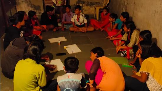 Study circle at Sanjay Nagar slums. (HT)