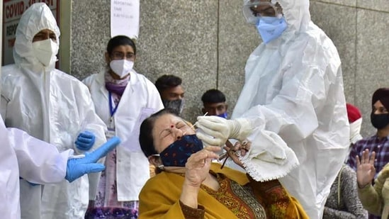 With 33,287 doses, Delhi saw the highest number vaccinations being administered on Saturday.(HT Photo)