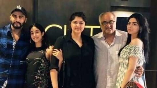 Janhvi Kapoor poses with father Boney, sister Khushi, and half-siblings Arjun and Anshula Kapoor.