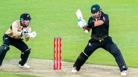 Australia's Aaron Finch, right, bats against New Zealand during their third T20 cricket international at Wellington Regional Stadium in Wellington.(AP)