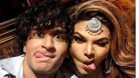 Vikas and Rakhi pose for the camera.